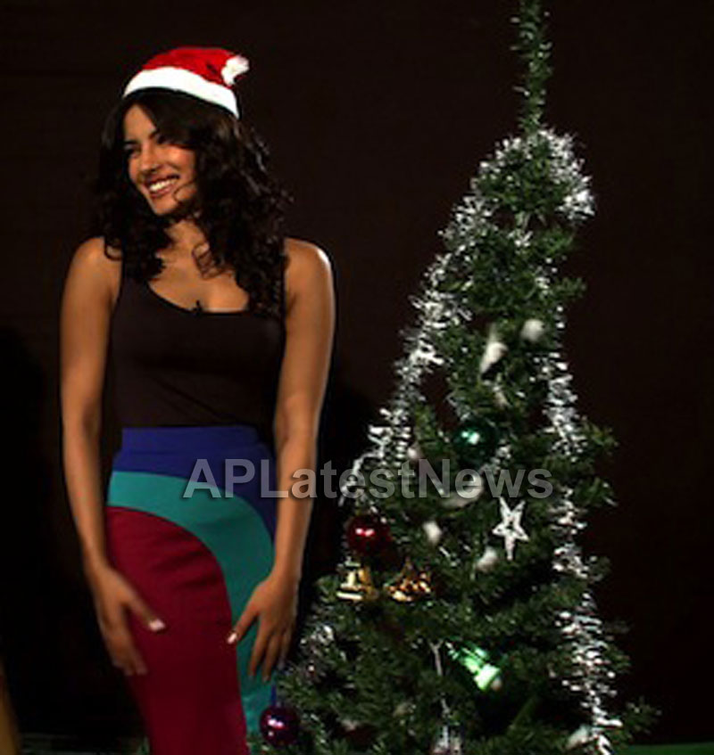 Priyanka, Kareena and Shanti got in Top 20 actress as Sexy Santa in BCCUK News - Picture 5