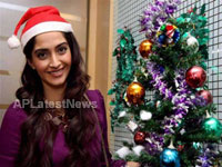 Priyanka, Kareena and Shanti got in Top 20 actress as Sexy Santa in BCCUK News - News