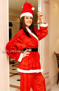 Priyanka, Kareena and Shanti got in Top 20 actress as Sexy Santa in BCCUK News - Picture 18