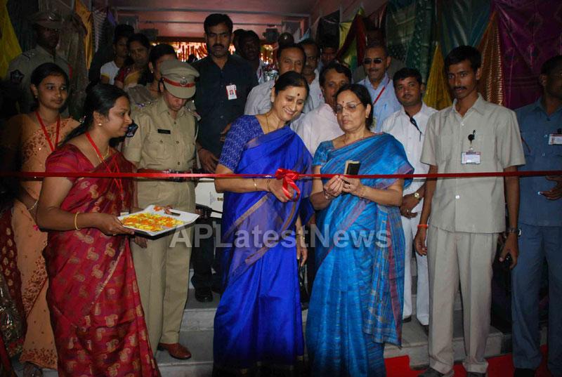 Silk Mark Expo Inaugurated by Vimala Narsimhan at Shilpakala Vedika, HYD - Picture 1