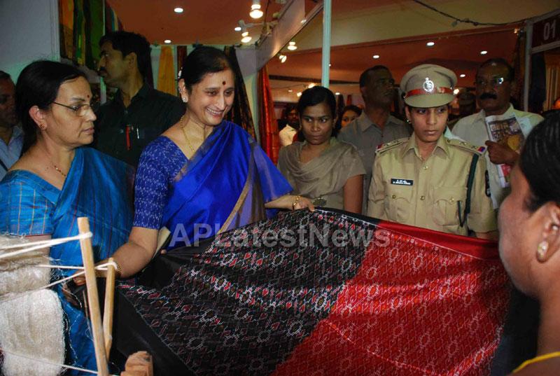 Silk Mark Expo Inaugurated by Vimala Narsimhan at Shilpakala Vedika, HYD - Picture 3