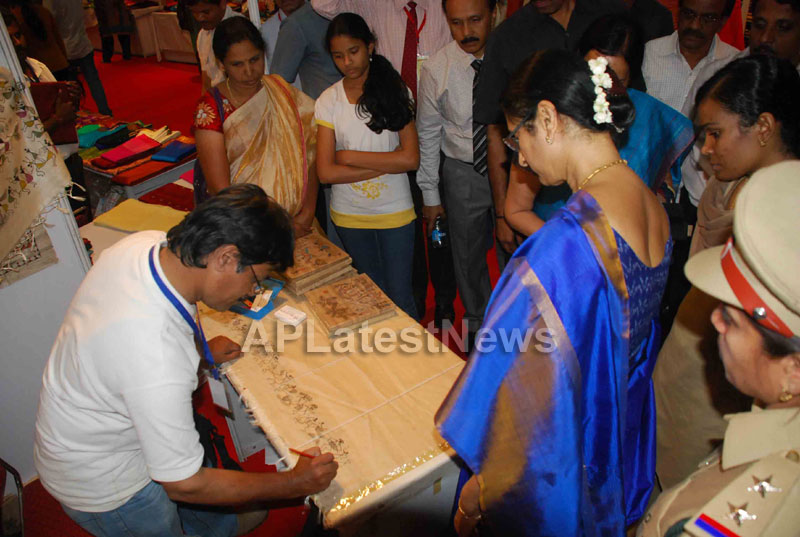 Silk Mark Expo Inaugurated by Vimala Narsimhan at Shilpakala Vedika, HYD - Picture 13
