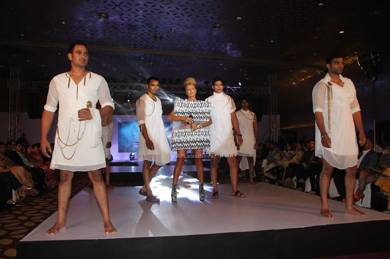 Sultry models set the ramp on fire, The Park Somajiguda, Hyderabad  - Picture 15