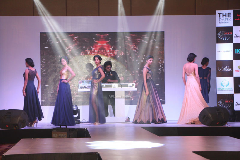 Sultry models set the ramp on fire, The Park Somajiguda, Hyderabad  - Picture 17