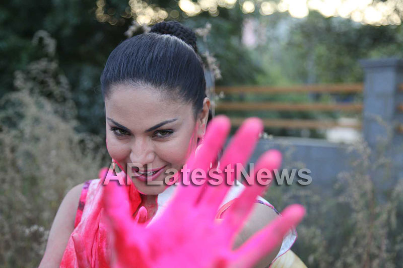 Veena Malik in the colour of Holi - Picture 6