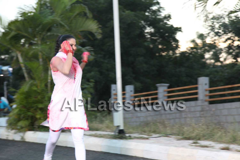 Veena Malik in the colour of Holi - Picture 22