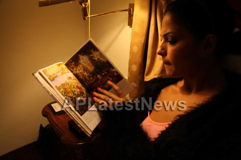 Veena Malik Follows Bhagavad Gita - Picture 25