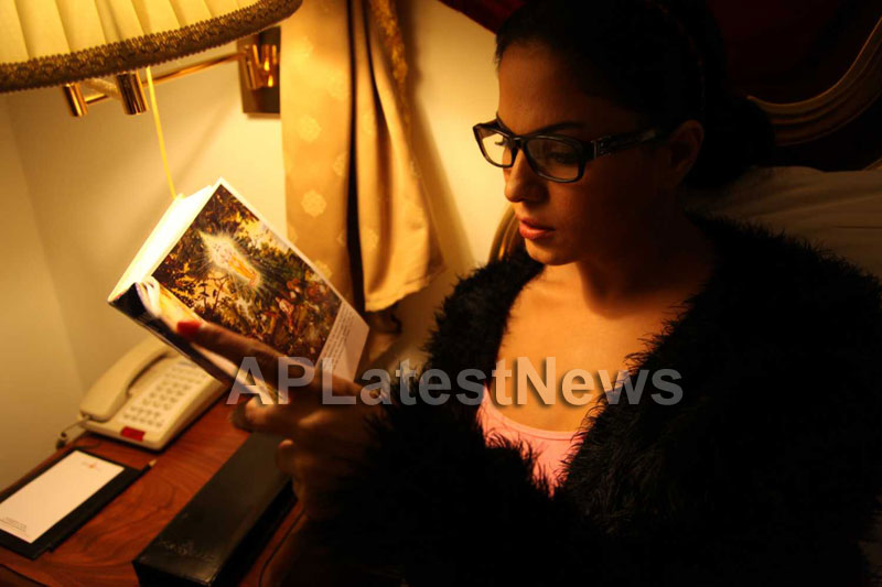 Veena Malik Follows Bhagavad Gita - Picture 23