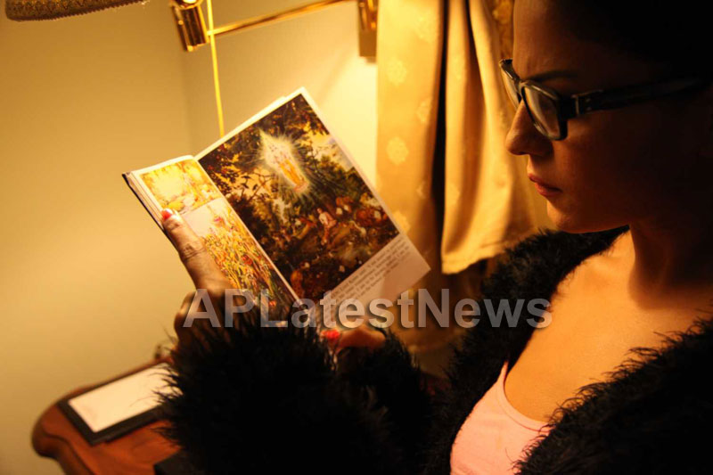 Veena Malik Follows Bhagavad Gita - Picture 20