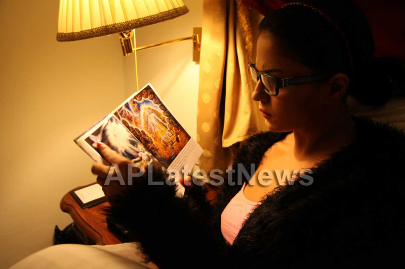 Veena Malik Follows Bhagavad Gita - Picture 26