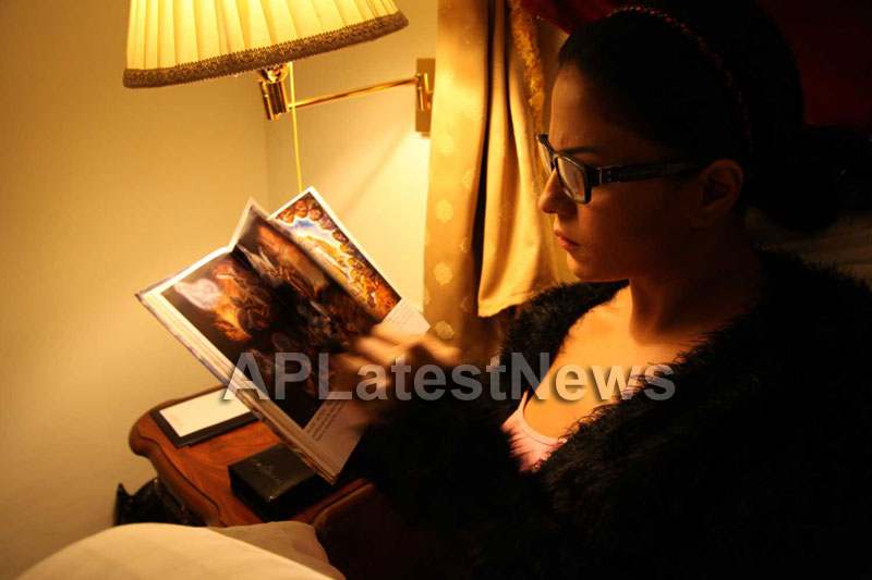 Veena Malik Follows Bhagavad Gita - Picture 9