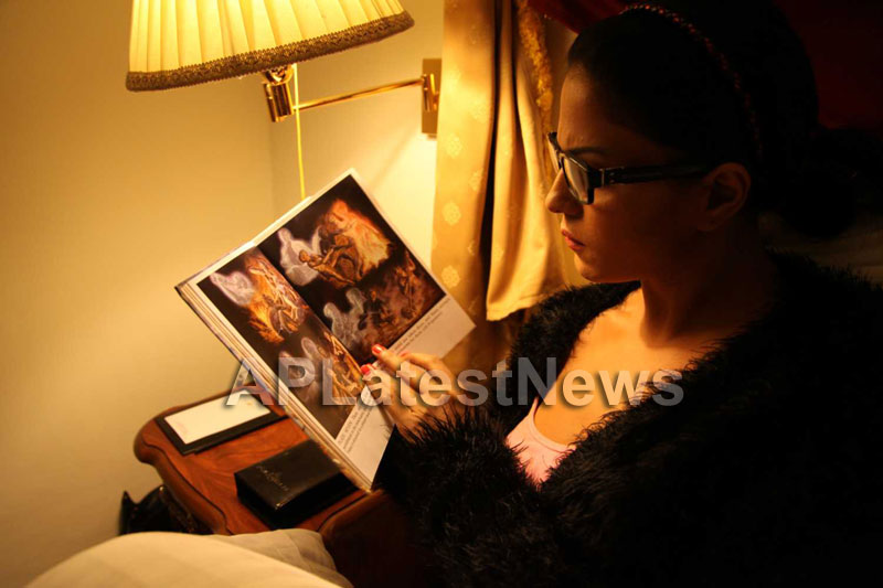 Veena Malik Follows Bhagavad Gita - Picture 6