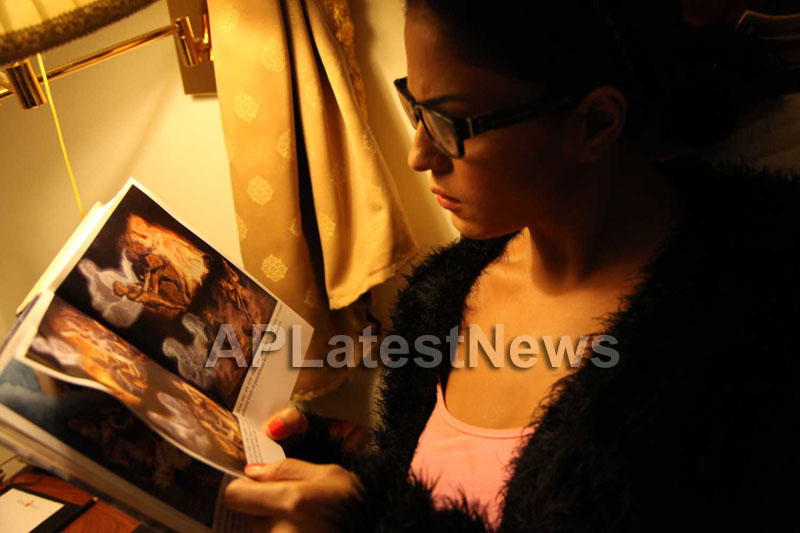 Veena Malik Follows Bhagavad Gita - Picture 21
