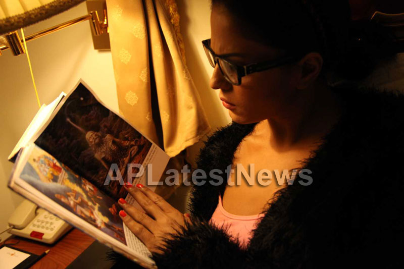 Veena Malik Follows Bhagavad Gita - Picture 18
