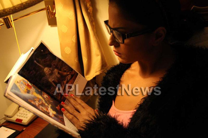 Veena Malik Follows Bhagavad Gita - Picture 18