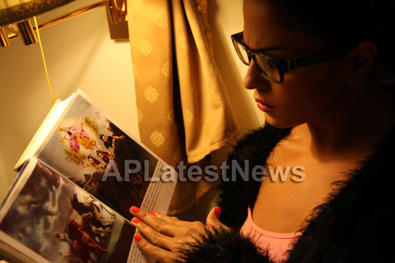 Veena Malik Follows Bhagavad Gita - Picture 15
