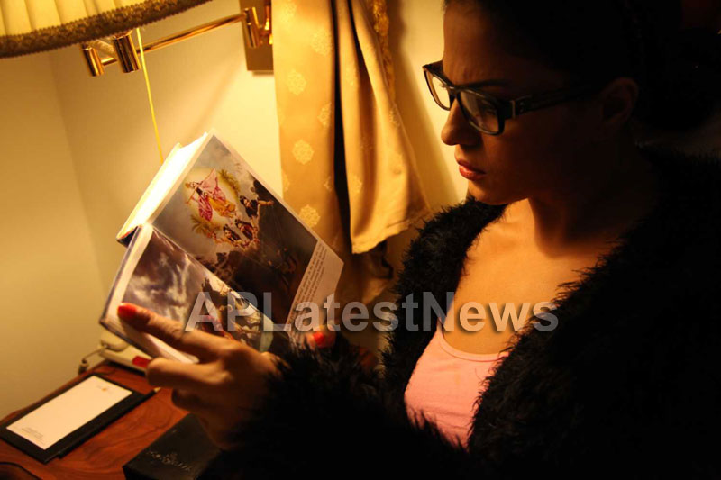 Veena Malik Follows Bhagavad Gita - Picture 8