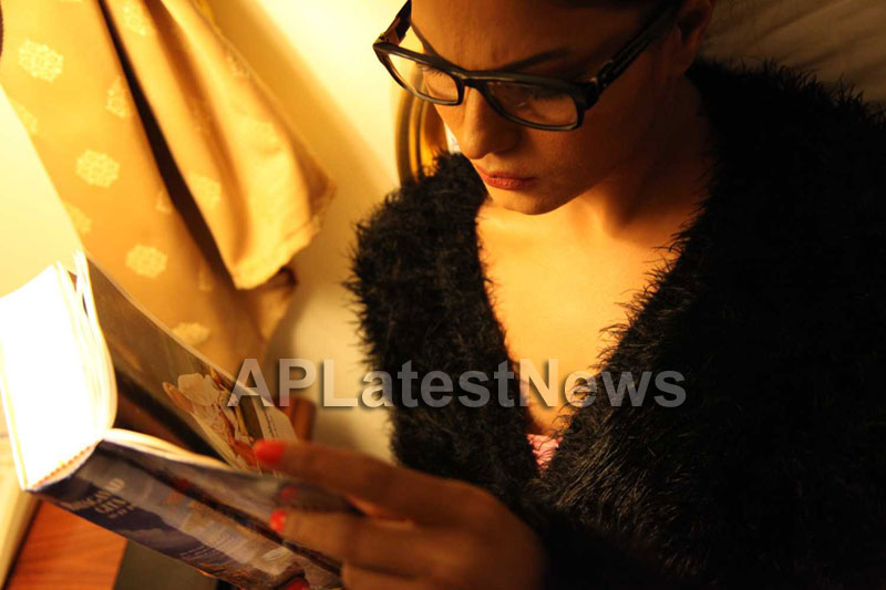 Veena Malik Follows Bhagavad Gita - Picture 1