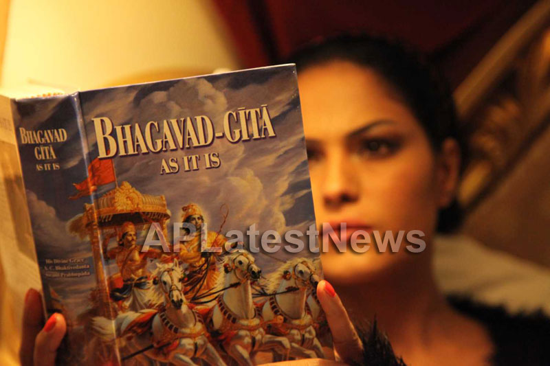 Veena Malik Follows Bhagavad Gita - Picture 2