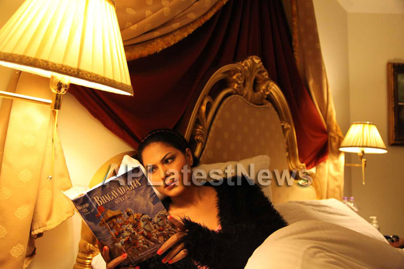 Veena Malik Follows Bhagavad Gita - Picture 5