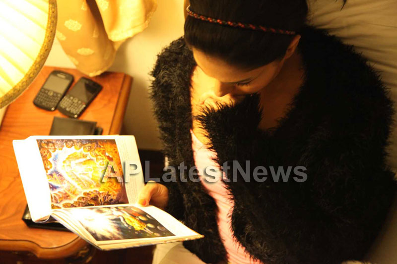 Veena Malik Follows Bhagavad Gita - Picture 7