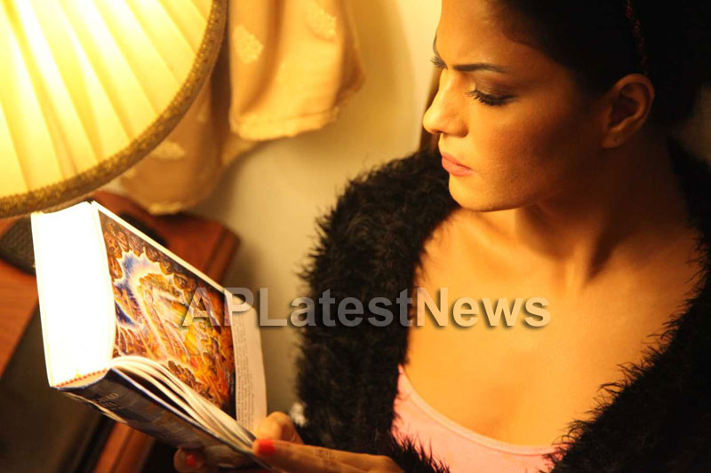 Veena Malik Follows Bhagavad Gita - Picture 4