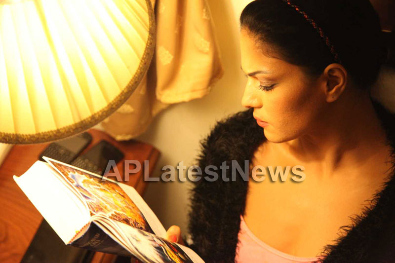 Veena Malik Follows Bhagavad Gita - Picture 12