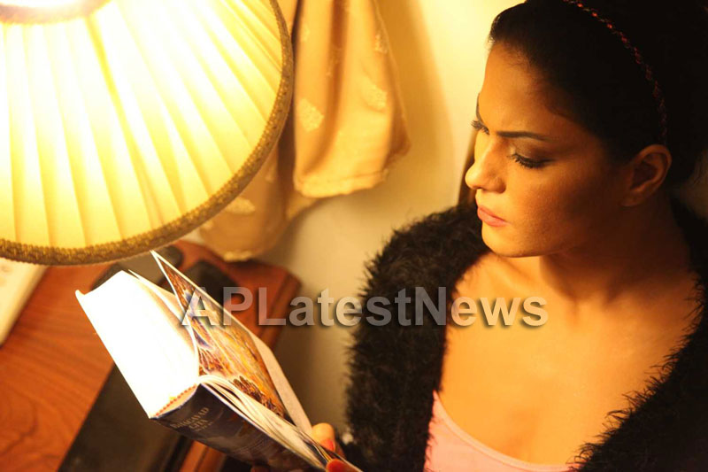 Veena Malik Follows Bhagavad Gita - Picture 11
