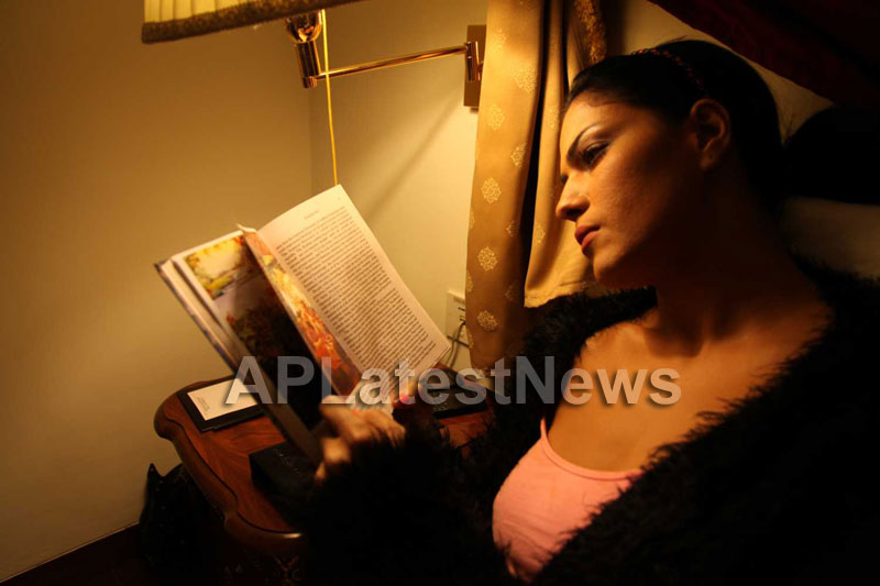 Veena Malik Follows Bhagavad Gita - Picture 19