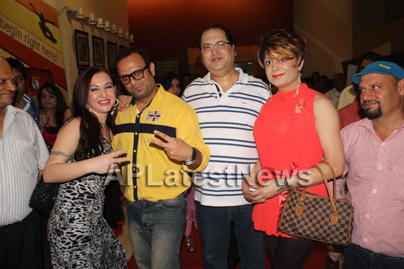 Veena Malik at Supermodel movie premiere, Fun Republic, Mumbai - Picture 20