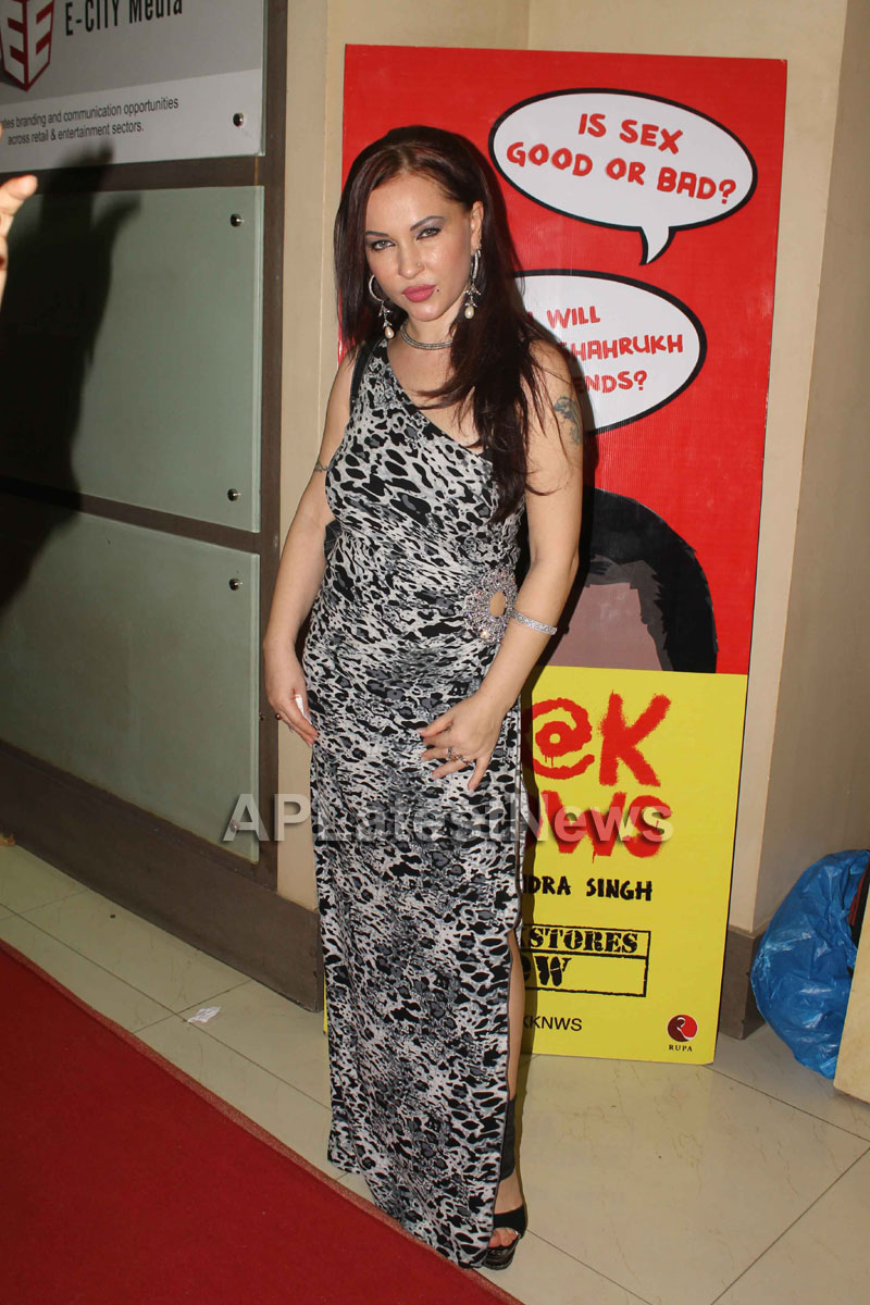 Veena Malik at Supermodel movie premiere, Fun Republic, Mumbai - Picture 10