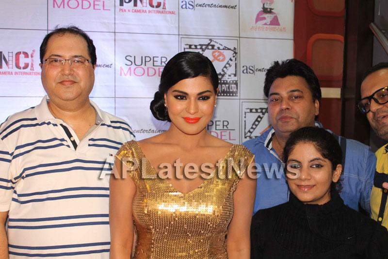 Veena Malik at Supermodel movie premiere, Fun Republic, Mumbai - Picture 23
