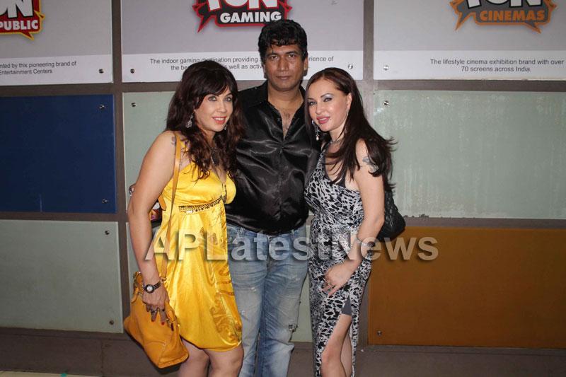 Veena Malik at Supermodel movie premiere, Fun Republic, Mumbai - Picture 4