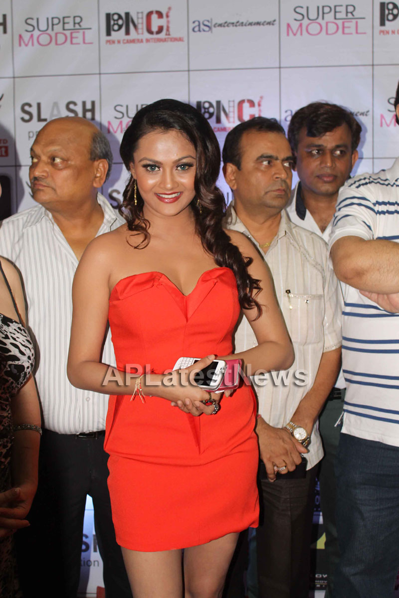 Veena Malik at Supermodel movie premiere, Fun Republic, Mumbai - Picture 22
