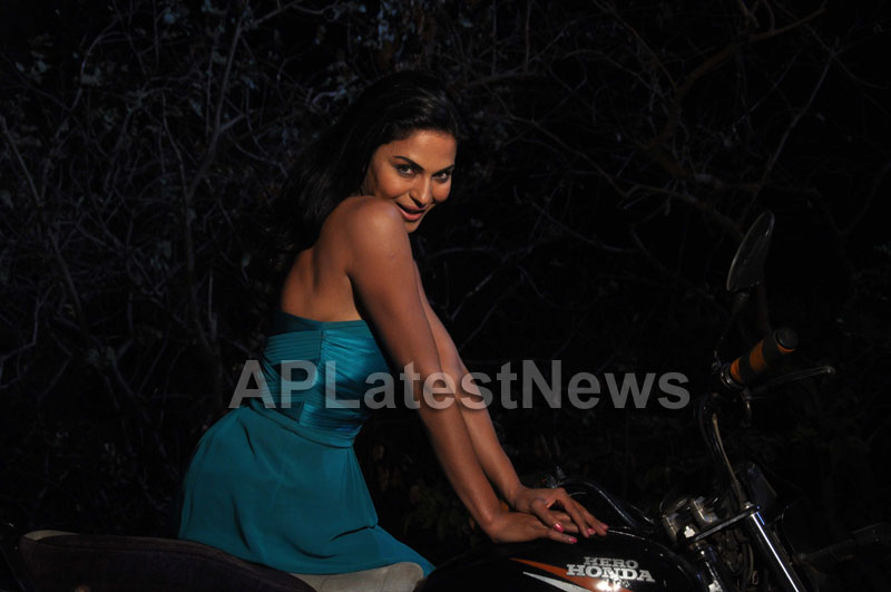 Veena Malik losses weight for her upcoming movie - The City That Never Sleeps - Picture 2