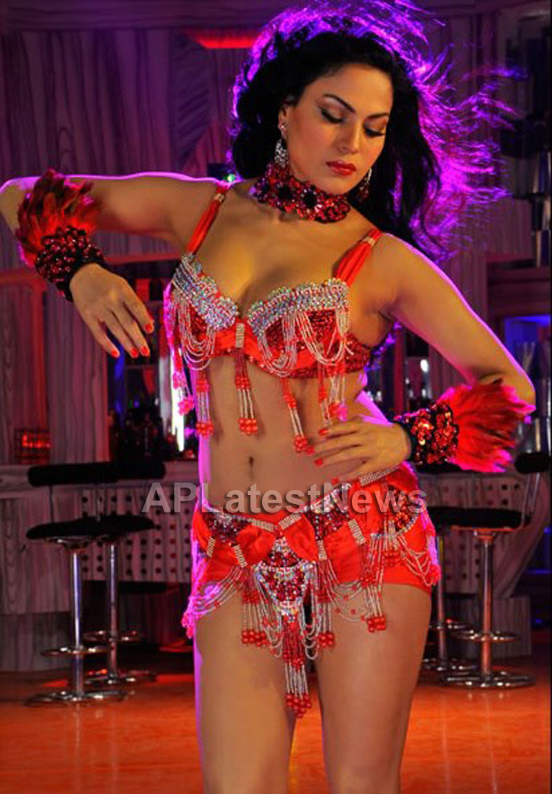 Veena Malik losses weight for her upcoming movie - The City That Never Sleeps - Picture 5