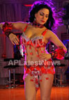 Veena Malik losses weight for her upcoming movie - The City That Never Sleeps