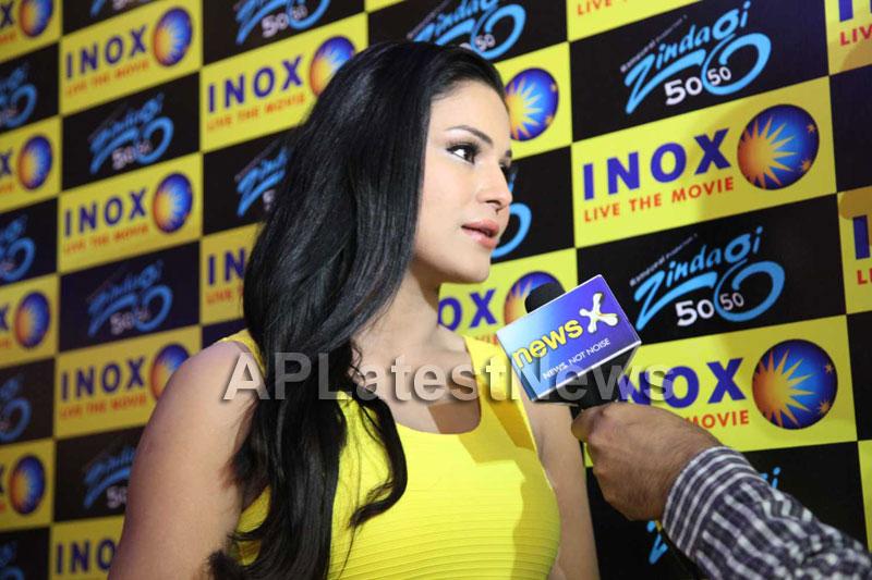Veena Malik mobbed during the promotion of movie Zindagi 50:50  - Picture 1