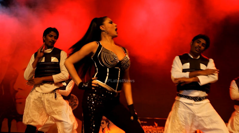 Veena Malik seduces the crowd at Silk Sakkath Maga music launch - Picture 12