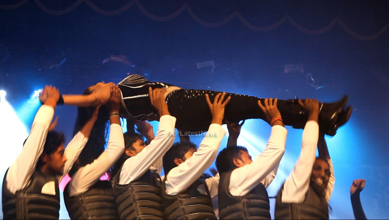 Veena Malik seduces the crowd at Silk Sakkath Maga music launch - Picture 11