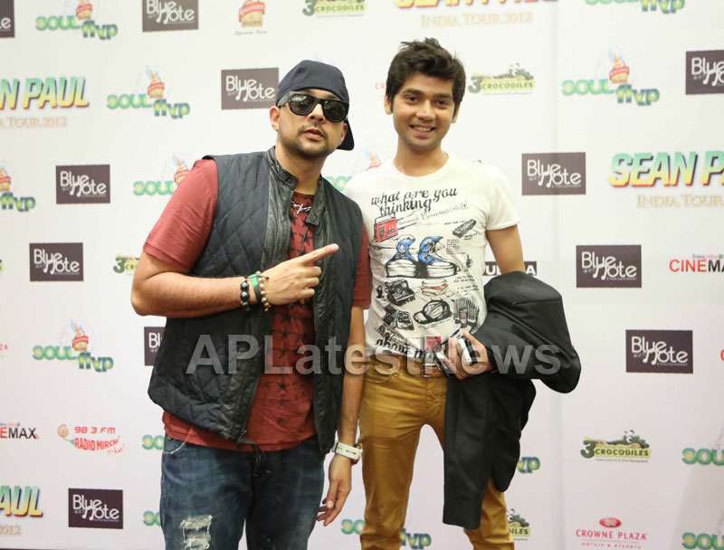 Vivek Mishra share yoga tips with pop icon Sean Paul - Picture 2