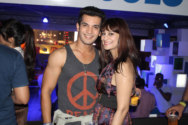 Yash, Talat, Candy, Aarti, Tina and Ali At Sunburn DJ Party - Picture 16