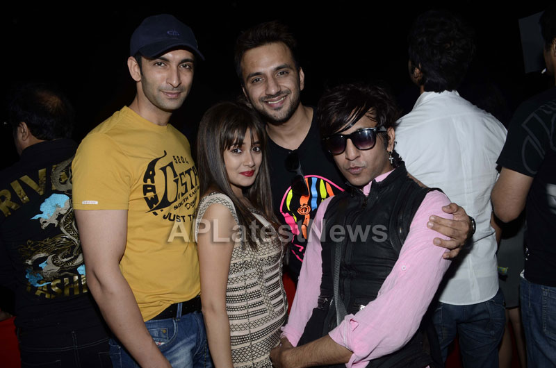 Yash, Talat, Candy, Aarti, Tina and Ali At Sunburn DJ Party - Picture 10