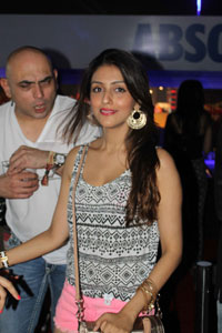 Yash, Talat, Candy, Aarti, Tina and Ali At Sunburn DJ Party - Picture 2