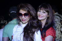 Yash, Talat, Candy, Aarti, Tina and Ali At Sunburn DJ Party - Picture 19