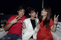 Yash, Talat, Candy, Aarti, Tina and Ali At Sunburn DJ Party - Picture 14