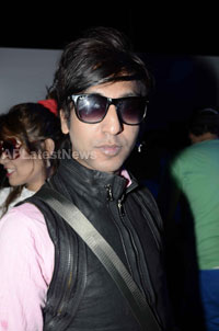 Yash, Talat, Candy, Aarti, Tina and Ali At Sunburn DJ Party - Picture 8