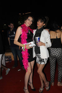 Yash, Talat, Candy, Aarti, Tina and Ali At Sunburn DJ Party - Picture 27