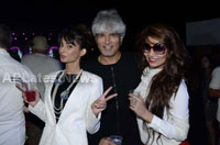 Yash, Talat, Candy, Aarti, Tina and Ali At Sunburn DJ Party - Picture 3