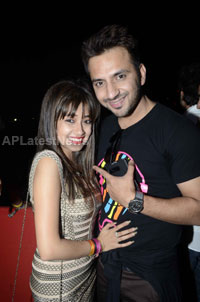 Yash, Talat, Candy, Aarti, Tina and Ali At Sunburn DJ Party - Picture 5
